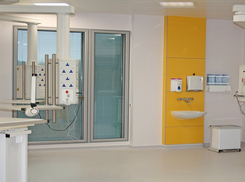 Selectaglaze secondary glazing integral blinds in operating theatre for the prevention of dust ingress