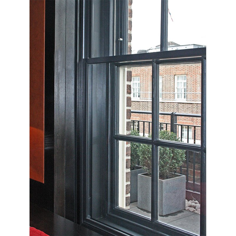 Vertical sliding windows for thermal insulation